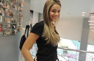 Bruna Marquezine fica loira antes de viajar: 'Pediu para clarear tudo'