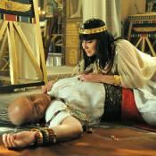 Novela 'Os Dez Mandamentos': Paser morre nos braços de Nefertari após discussão
