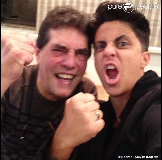 Thammy Miranda declarou seu amor no Dia dos Pais ao delegado da polícia civil, Silva Neto, pelo Instagram