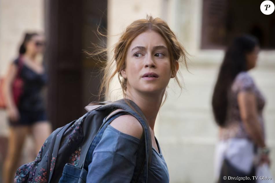 Eliza (Marina Ruy Barbosa) fica sem dinheiro após roubo e é expulsa da pensão, na novela 'Totalmente Demais', em 11 de novembro de 2015