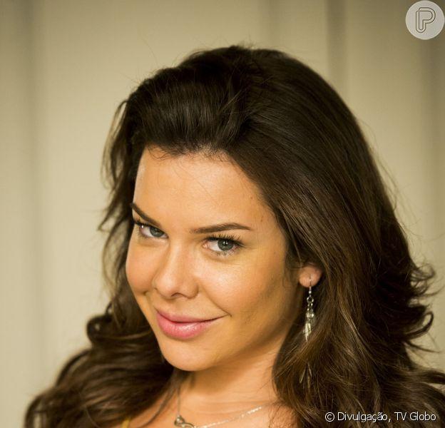 Fernanda Souza, a Mel da novela 'A Regra do Jogo, é adepta do alongamento de cílios. O procedimento estético livra a atriz do uso do rímel no dia a dia
