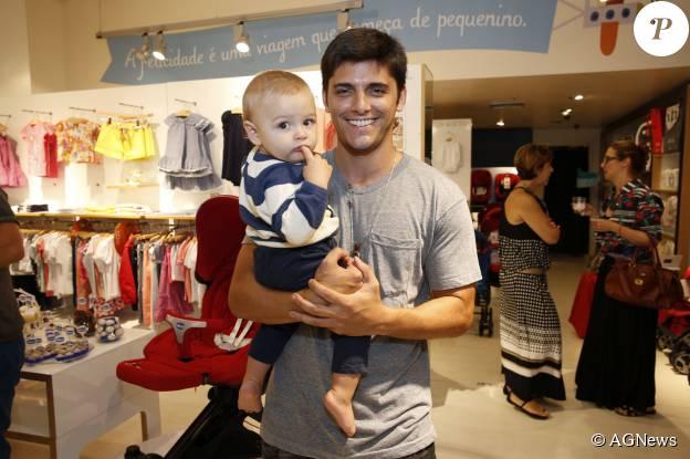 Bruno Gissoni levou o afilhado e sobrinho, Joaquim, em lançamento de coleção de grife infantil