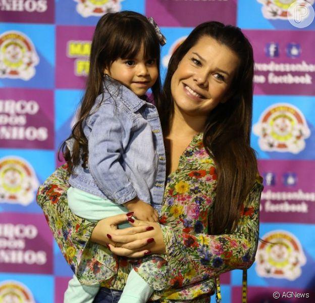 Fernanda Souza enche de mimos a sobrinha e afilhada, Isabeli