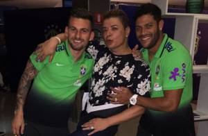 Filho de Ivete Sangalo ganha autógrafo de Neymar em camisa da Seleção Brasileira