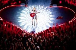 Madonna morde mão de fã durante a turnê 'Rebel Heart', na Dinamarca. Veja fotos!