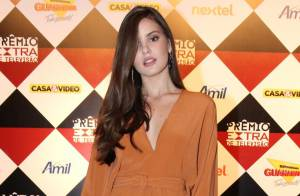 Camila Queiroz nega rumores de affair com Klebber Toledo:'Meu namoro está ótimo'