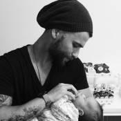 Bruno Gagliasso recebe pedido de fã após foto com o sobrinho: 'Hora de fazer um'