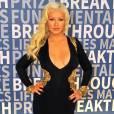 Christina Aguilera é outra famosa que não abre mão do decote