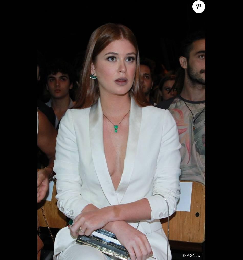 ff35cca33 Marina Ruy Barbosa usou o terninho branco decotado na coletiva de imprensa  da novela  Totalmente Demais