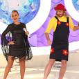 Ao lado de Gentili, que usou um figurino parecido com o que ela usava em seus tempos de programas infantis, Eliana dançou a famosa música 'Os Dedinhos'