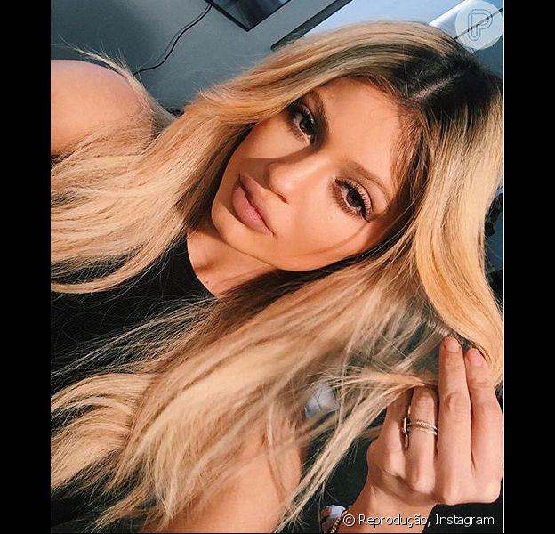 Depois do término de namoro com o rapper Tyga, Kylie Jenner teria mandado indireta para o ex nas redes. 'Eu quero saber quando nós tornamos tão distantes', cantou a socialite da família Kardashian no Snapchat na última sexta, 21 de novembro de 2015