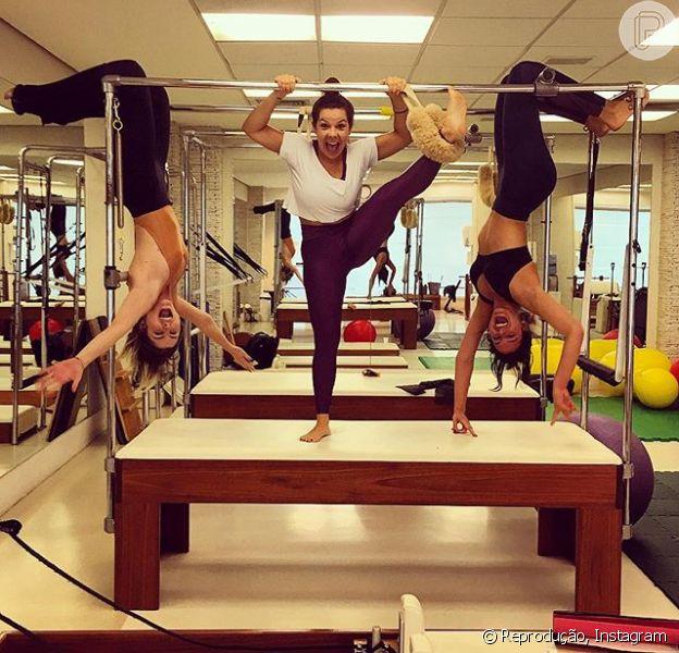 Bruna Marquezine se divertiu em uma aula de pilates com Fernanda Souza e Julia Faria. 'Chega, não aguento mais', declarou Bruna ao fim da aula deste domingo, 22 de novembro de 2015