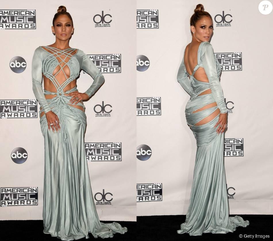 0b333f2a3 Um dos vestidos usados por Jennifer Lopez, com recortes estratégicos e de  corda, foi assinado por Charbel Zoe