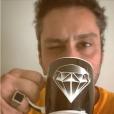 Usando o anel do Comendador, Alexandre Nero comemorou no Instagram: 'O Emmy 2015 é nosso!!! Viva 'Império'. Muito orgulhoso de tudo e de todos!'