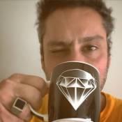 Alexandre Nero comemora Emmy usando anel do Comendador: 'Muito orgulhoso'