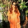 Até nos momentos relax em sua casa em Los Angeles, Thaila apostou na tendência com um vestido laranja da marca americana The Reformation
