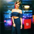 Para a gravação do Programa Altas Horas, Isabella Santoni apostou em cropped ciganinha e calça de cintura alta da marca Lale. As peças podem ser adquiridas online por R$179 e R$278