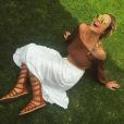 Julia Faria também aposta em blusas, combinada com saia longa e gladiadora