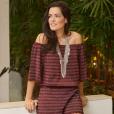 Mariah Bernardes, do Blog da Mariah, apostou em macaquinho leve com barra de renda e listras da NK Store
