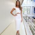 A atriz Paolla Oliveira foi ao 'Domingao do Faustão' com modelo NK Store, decote ombro a ombro mais reto, discreto porém não menos charmoso. O vestido está disponível online no site da marca por R$1.345
