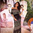 Isis Valverde exibiu elegância em vestido longo da marca Zinzane