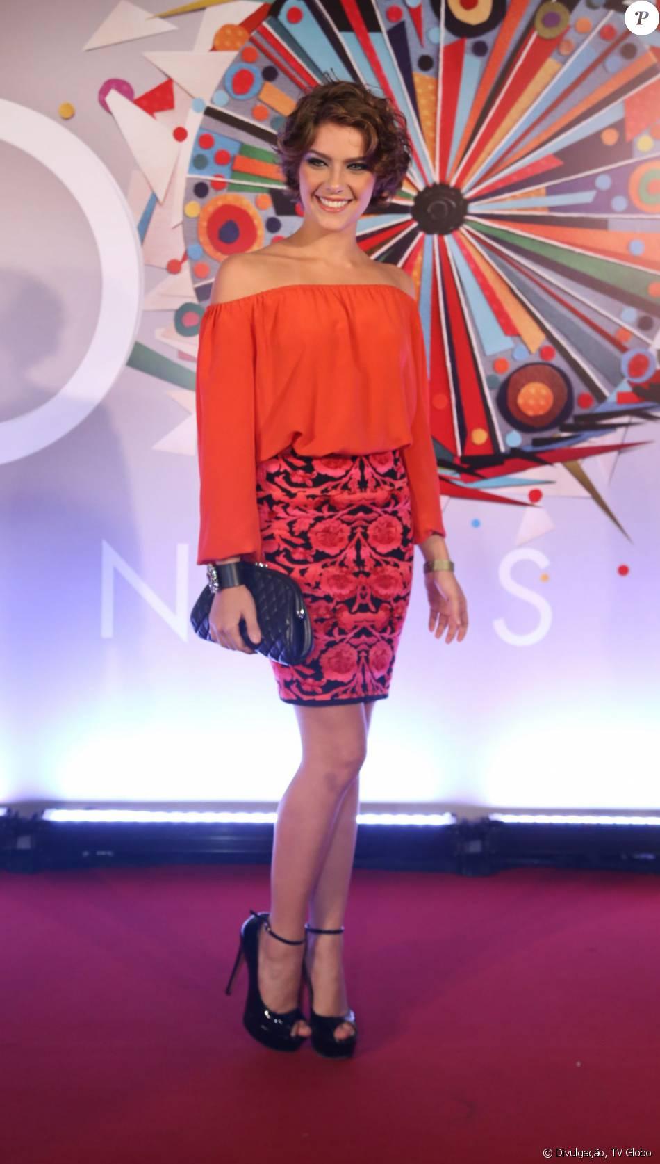 6390e80477e Isabella Santoni apostou no look da grife Yana Purger para ir à festa de 50  anos da TV Globo
