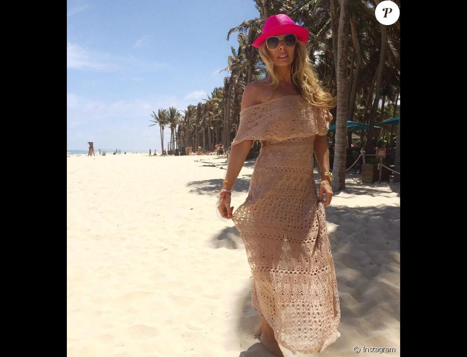 2c97ffd9e8 Adriane Galisteu usou o mesmo vestido para curtir uma praia. A peça ...
