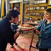 Daniel Rocha completa 25 anos e ganha bolo de aniversário de Julianne Trevisol