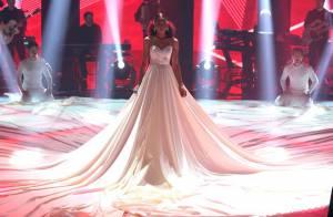 Look da 'The Voice' Adna Souza, inspirado em Jennifer Lopez, é criticado na web