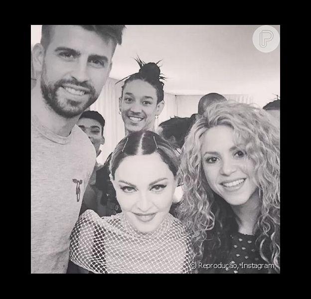 Madonna recebeu Shakira e Gerard Piqué nos bastidores de seu show em Barcelona, na Espanha, na última quarta-feira (25). 'Tão legal ter Shakira e Piqué em meu show noite passada! Amo você, Barcelona', publicou a loira no seu Instagram