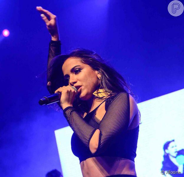 Anitta também reduziu seu cachê. A mulher eleita a mais sexy de 2015 pede agora R$ 70 mil por show