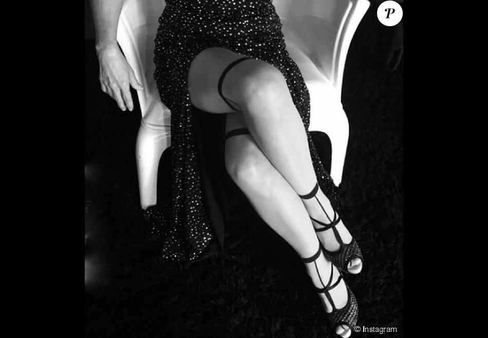 depois maitê proença postou uma foto sensual em preto e branco com