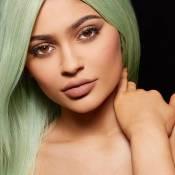 Kylie Jenner lança linha de batons e produtos esgotam em apenas três dias