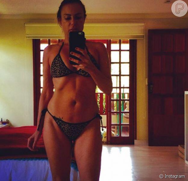 Marilene Saade compartilhou recentemente em seu Instagram uma selfie no espelho usando biquíni. 'Me verificando. Preciso emagrecer e malhar', queixou-se ela na legenda da imagem