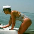 Beyoncé usou um modelo discreto e com recortes nas laterais em passio de lancha com o marido, Jay-Z, e a filha, Blue Ivy