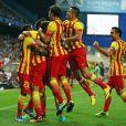 Neymar comemora gol com os companheiros do Barcelona
