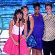 Lea Michele dedicou o prêmio que recebeu no Teen Choice Awards a Cory Monteith. A atriz foi homenageada por sua interpretação como Rachel Berry na série 'Glee'