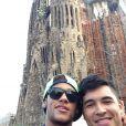 Neymar aproveitou esta sexta-feira (30), para fazer um passeio turístico pela cidade de Barcelona. O jogador foi ao Templo da Sagrada Família com o amigo, Gil Cebola