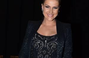 Grávida, Ana Hickmann assiste desfile de moda e exibe barriguinha
