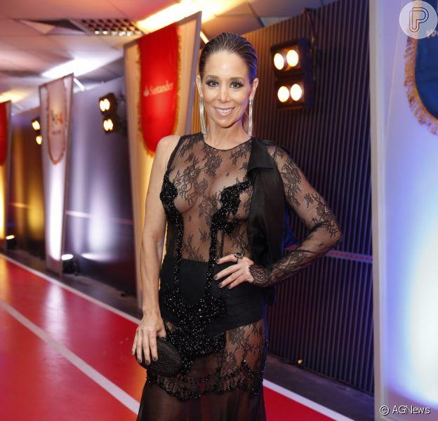 Danielle Winits ousou no vestido transparente durante o Prêmio Multishow. O modelo do estilista Rodrigo Rosner tem detalhes que só cobrem os mamilos, obrigando a atriz a não usar sutiã