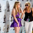 Com o look curtíssimo, Lindsay Lohan passou perrengue no 'MTV Movie Awards' de 2008