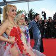A atriz norte-americana Julie Atlas Muz abusou das transparência no tapete vermelho do festival de Cannes, em 21010. Com um vestido feito apenas uma camada de tule branco com apliques de quadrados vermelhos, ela deixou todo o corpo à mostra