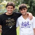 Felipe Simas grava 'Flor do Caribe' com o irmão Bruno Gissoni, em 5 de setembro de 2013