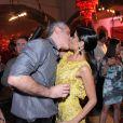 Ana Lima beija o namorado na festa de lançamento de 'Joia Rara'