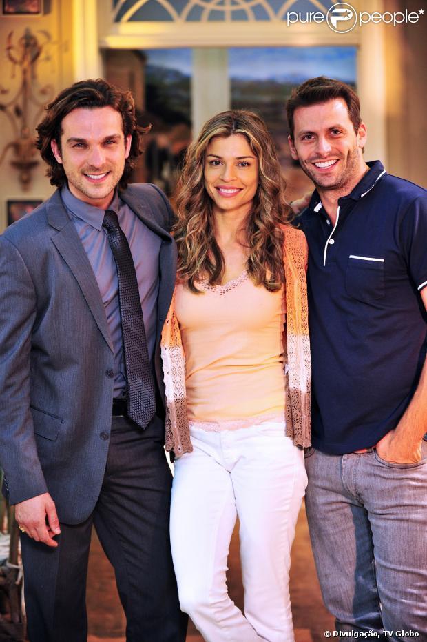 Alberto (Igor Rickli) tenta se matar e é salvo por Ester (Grazi Massafera) e Cassiano (Henri Castelli), em 'Flor do Caribe'
