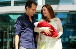 Guilhermina Guinle deixa a maternidade com o marido e a filha