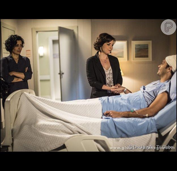 Após passar por uma cirurgia, Érico (Armando Babaioff) pede que Renata (Regiane Alves) fique com ele e ignora Verônica (Letícia Sabatella), em 'Sangue Bom', em 12 de setembro de 2013
