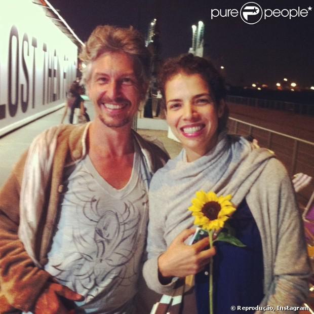 Vanessa da Mata posa ao lado do colecionador de arte francês Lorraine Combuzie, no Rio de Janeiro. A foto foi publicada no Instagram em setembro de 2013