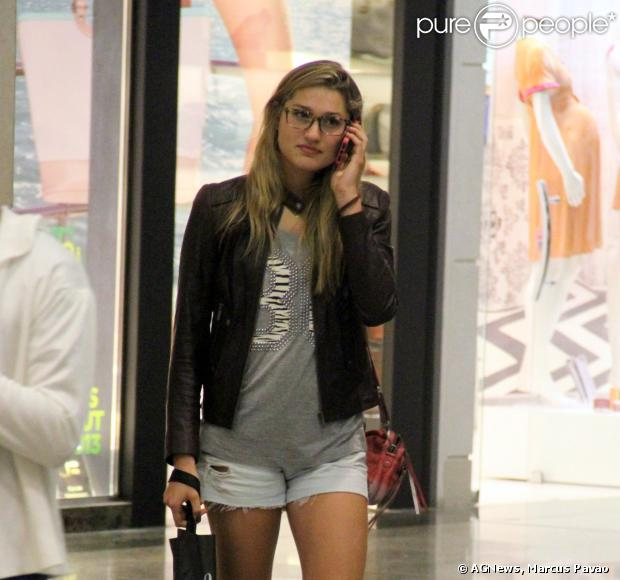 Sasha foi vista, nesta terça-feira (10), passeando pelo shopping Rio Design Barra