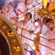 Famosos participaram do desfile da Mangueira em homenagem a Maria Bethânia no final da madrugada desta terça-feira, 9 de fevereiro de 2016